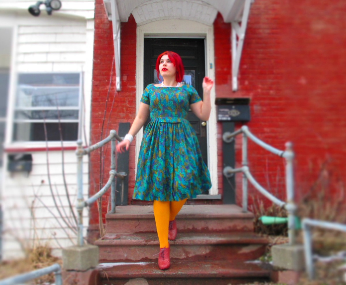 housewife ('50s dress, dollar-store pearls, & oxfordpumps)