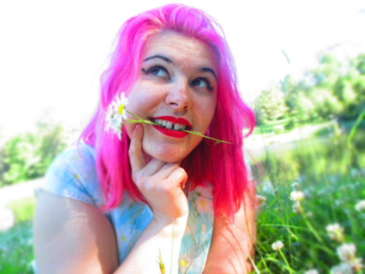 daisies & eyeliner